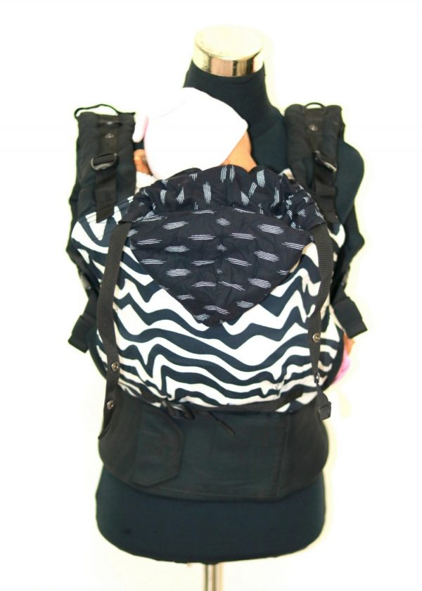 E-0008 (5) Cookiie baby carrier - Embrace - Chevron twist on black