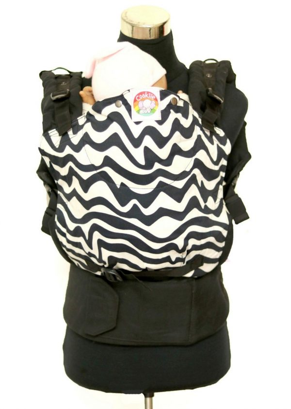 E-0008 (4) Cookiie baby carrier - Embrace - Chevron twist on black
