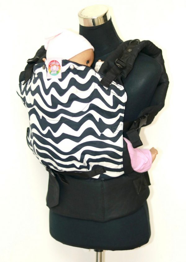 E-0008 (3) Cookiie baby carrier - Embrace - Chevron twist on black