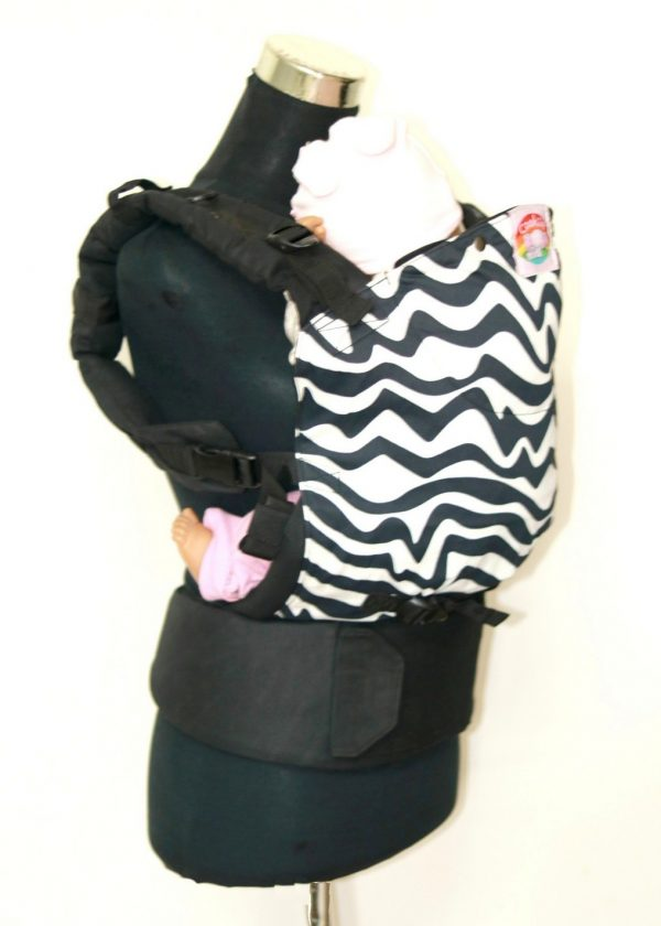 E-0008 (2) Cookiie baby carrier - Embrace - Chevron twist on black