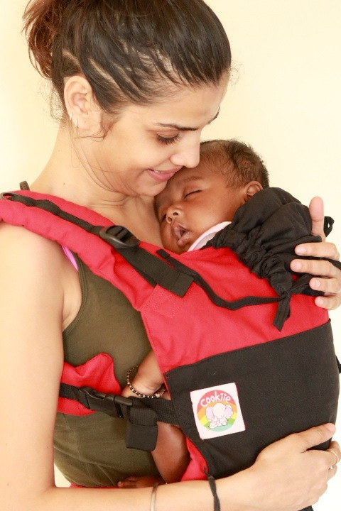 B - 0013 (1) Cookiie baby carrier GO Black on red